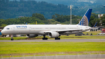 N75858 - United Airlines Boeing 757-300