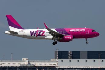 HA-LYF - Wizz Air Airbus A320