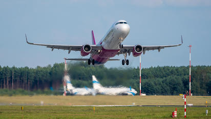 HA-LTI - Wizz Air Airbus A321