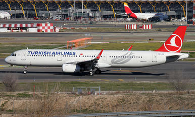 TC-JSI - Turkish Airlines Airbus A321