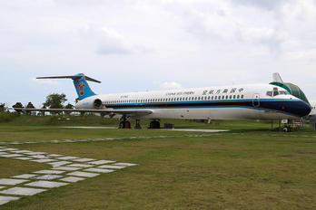 B-2143 - China Southern Airlines McDonnell Douglas MD-82