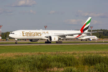 A6-ECQ - Emirates Airlines Boeing 777-300ER