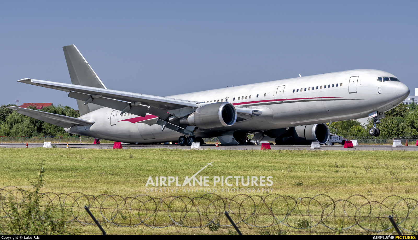 Omni Air International N423AX aircraft at Bucharest - Aurel Vlaicu Intl
