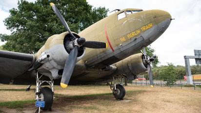 349081 - USA - Air Force Douglas DC-3