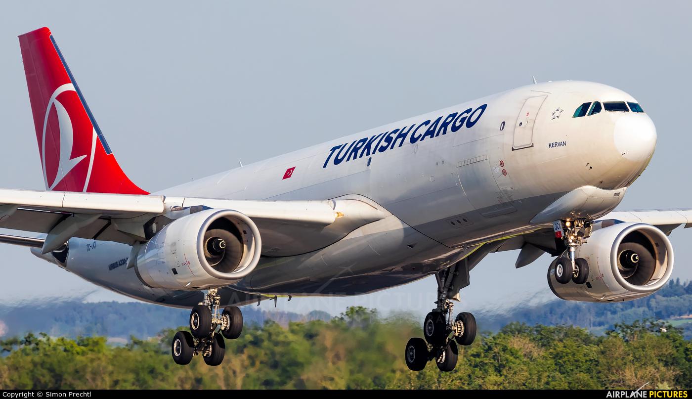 Turkish Cargo TC-JCI aircraft at Linz