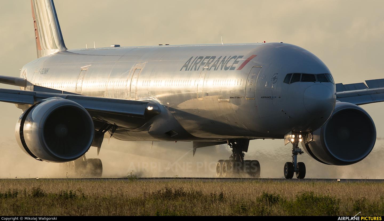 Air France F-GZNH aircraft at Paris - Charles de Gaulle