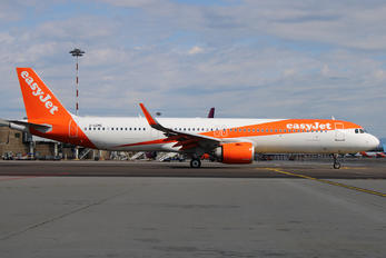 G-UZME - easyJet Airbus A321 NEO