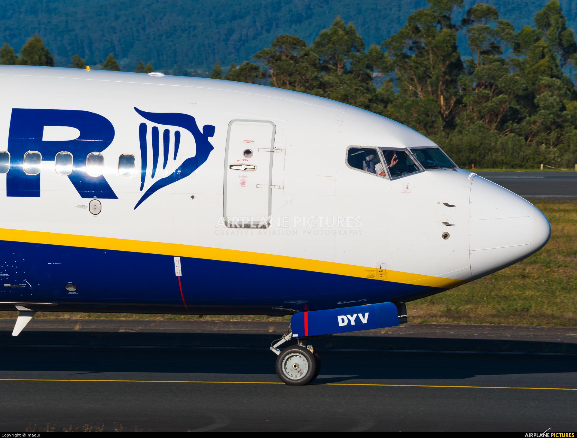 Ryanair EI-DYV aircraft at Santiago de Compostela