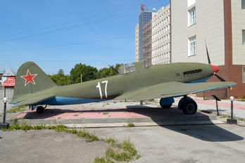 17 WHITE - Soviet Union - Air Force Ilyushin Il-10