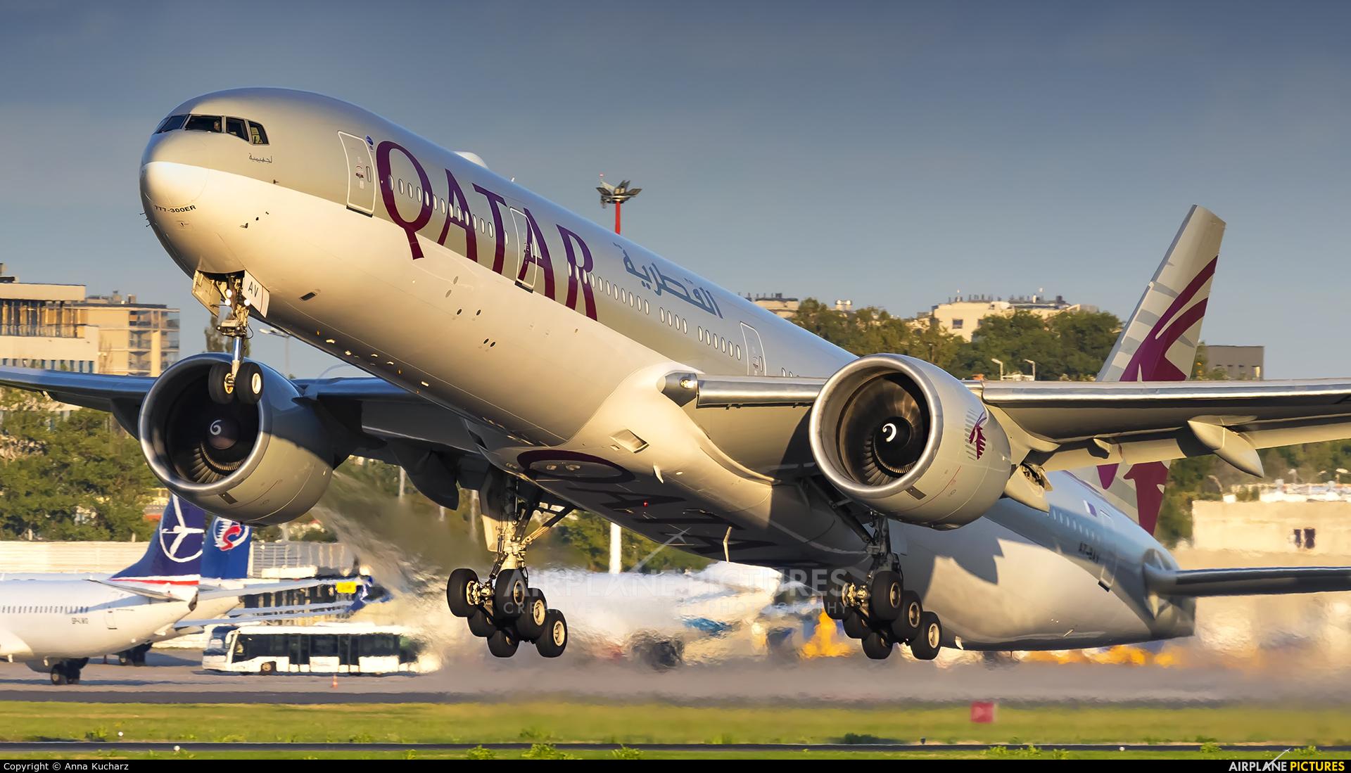 Qatar Airways A7-BAV aircraft at Warsaw - Frederic Chopin