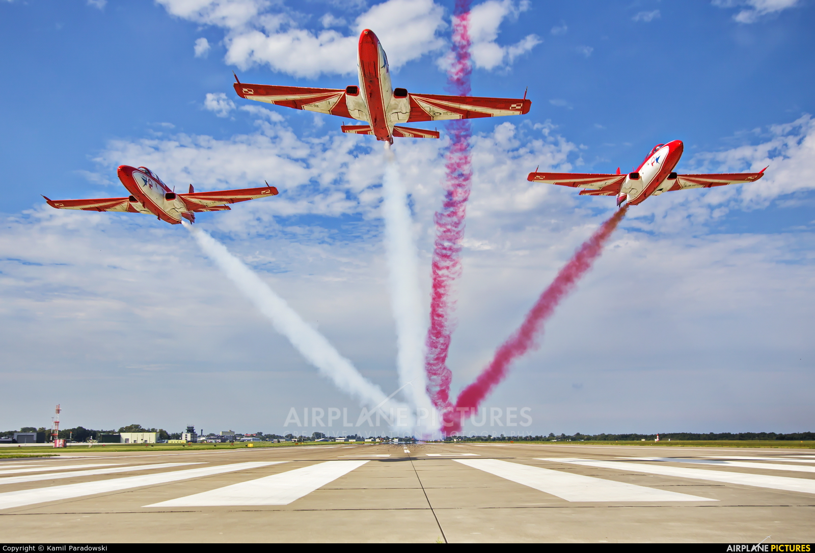 Poland - Air Force: White & Red Iskras - aircraft at Dęblin