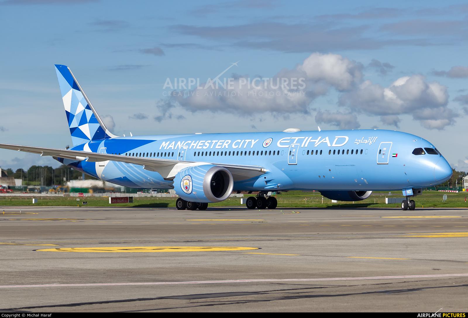 Etihad Airways A6-BND aircraft at Dublin