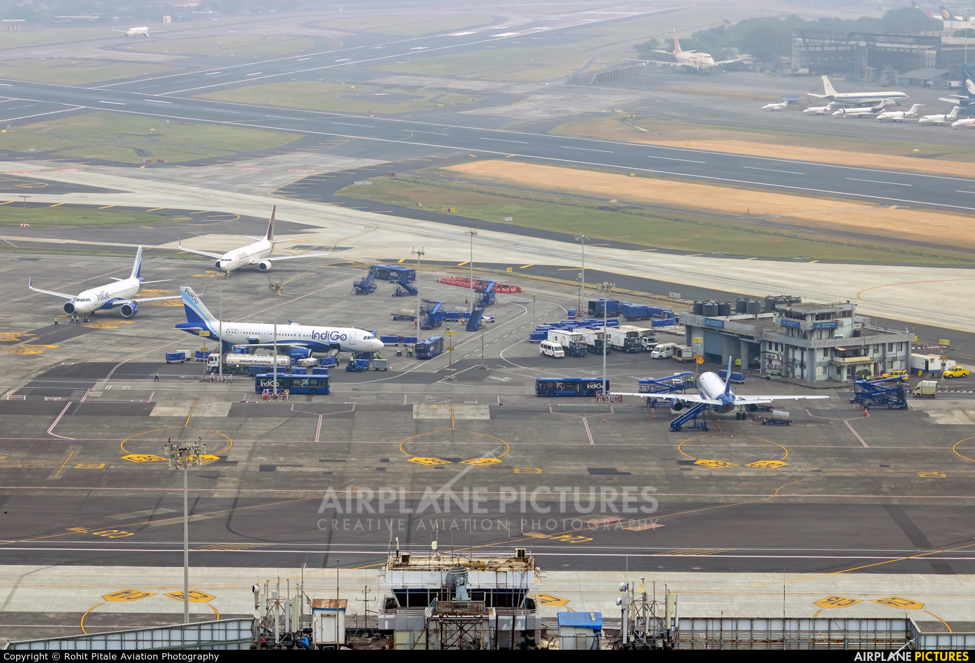 - Airport Overview VABB aircraft at Mumbai - Chhatrapati Shivaji Intl