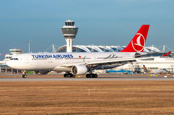 TC-LOH - Turkish Airlines Airbus A330-200