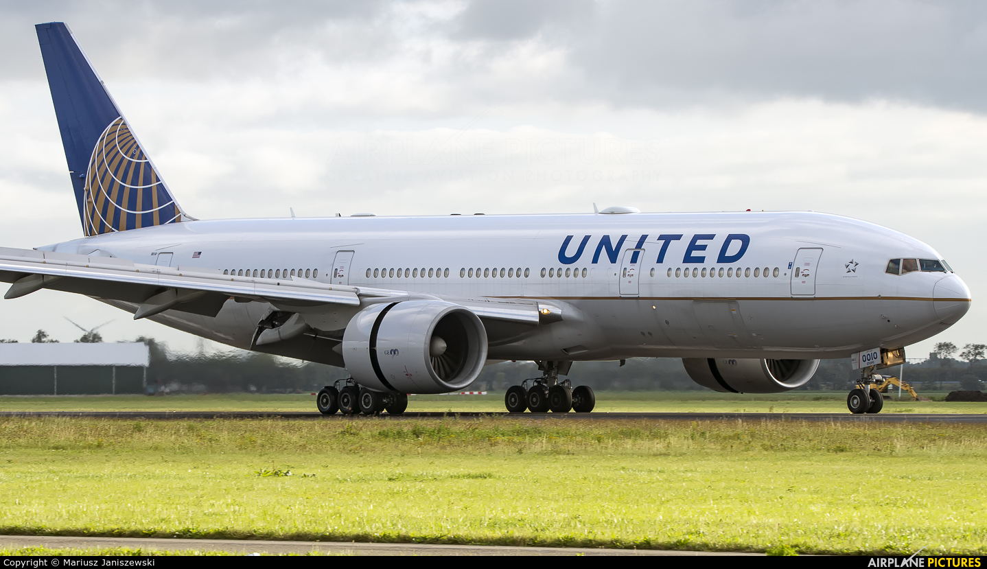 United Airlines N76010 aircraft at Amsterdam - Schiphol