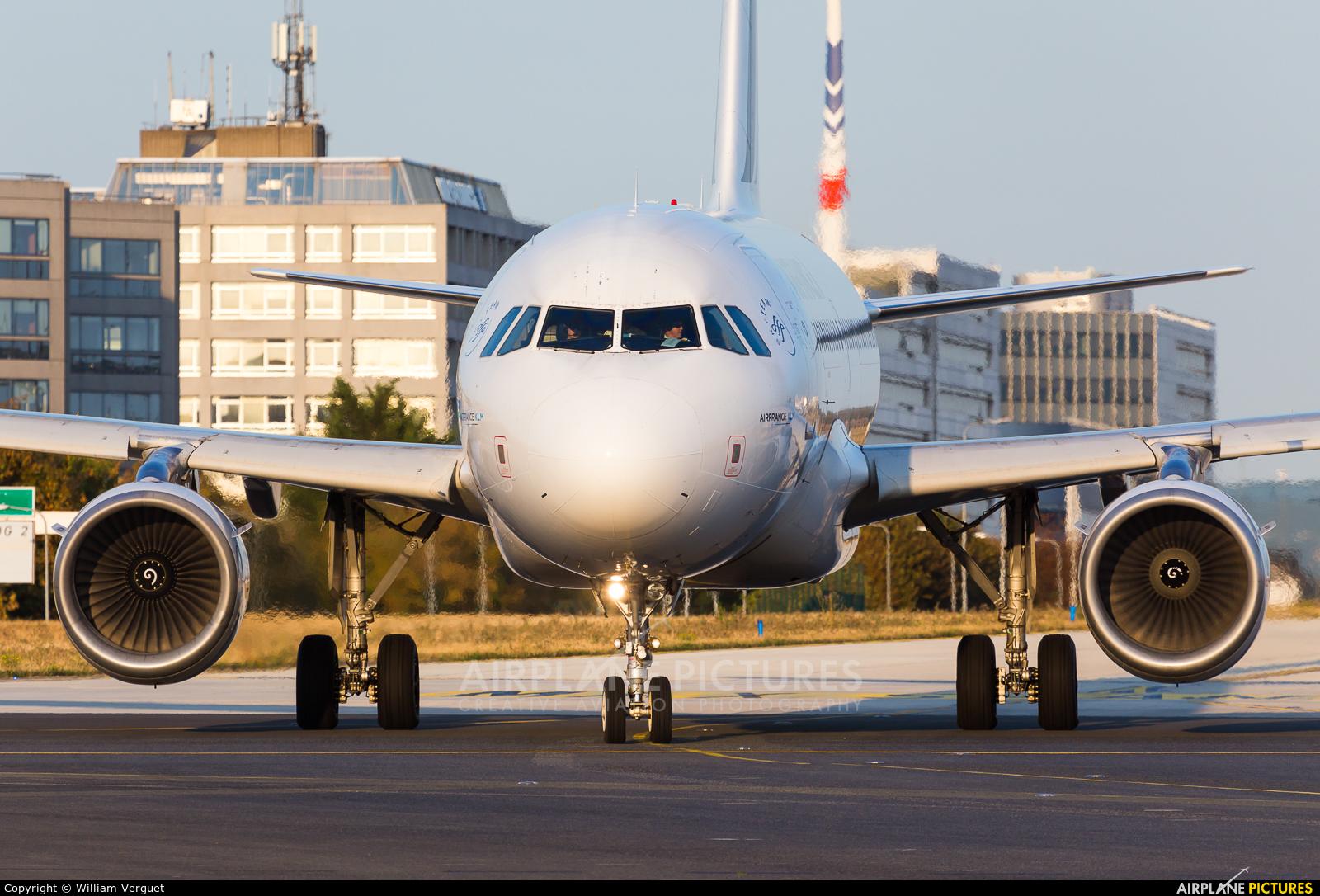 Air France F-GRXA aircraft at Paris - Charles de Gaulle