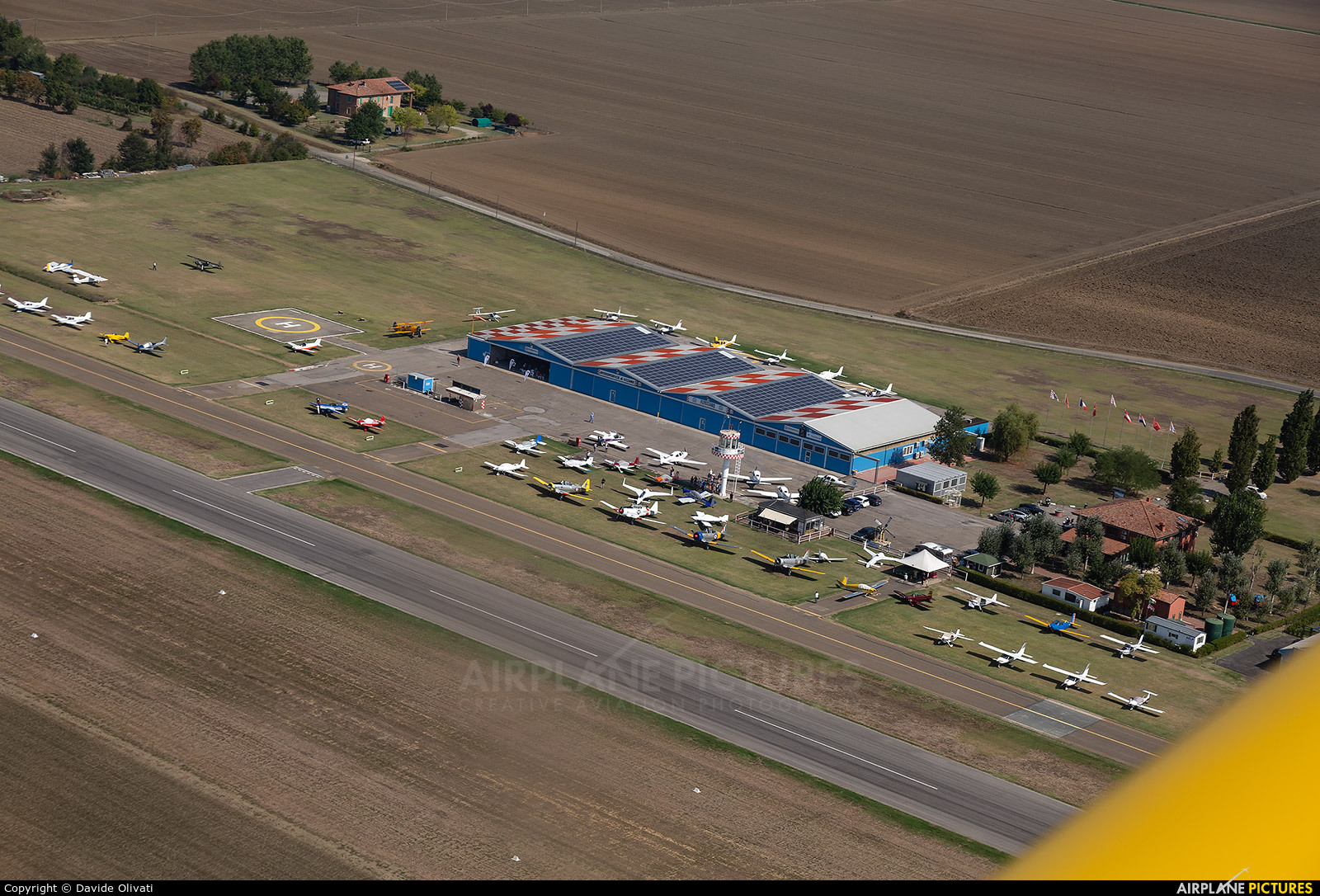 - Airport Overview - aircraft at Ozzano dell