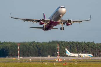 HA-LXV - Wizz Air Airbus A321
