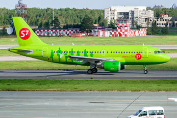 VP-BHV - S7 Airlines Airbus A319