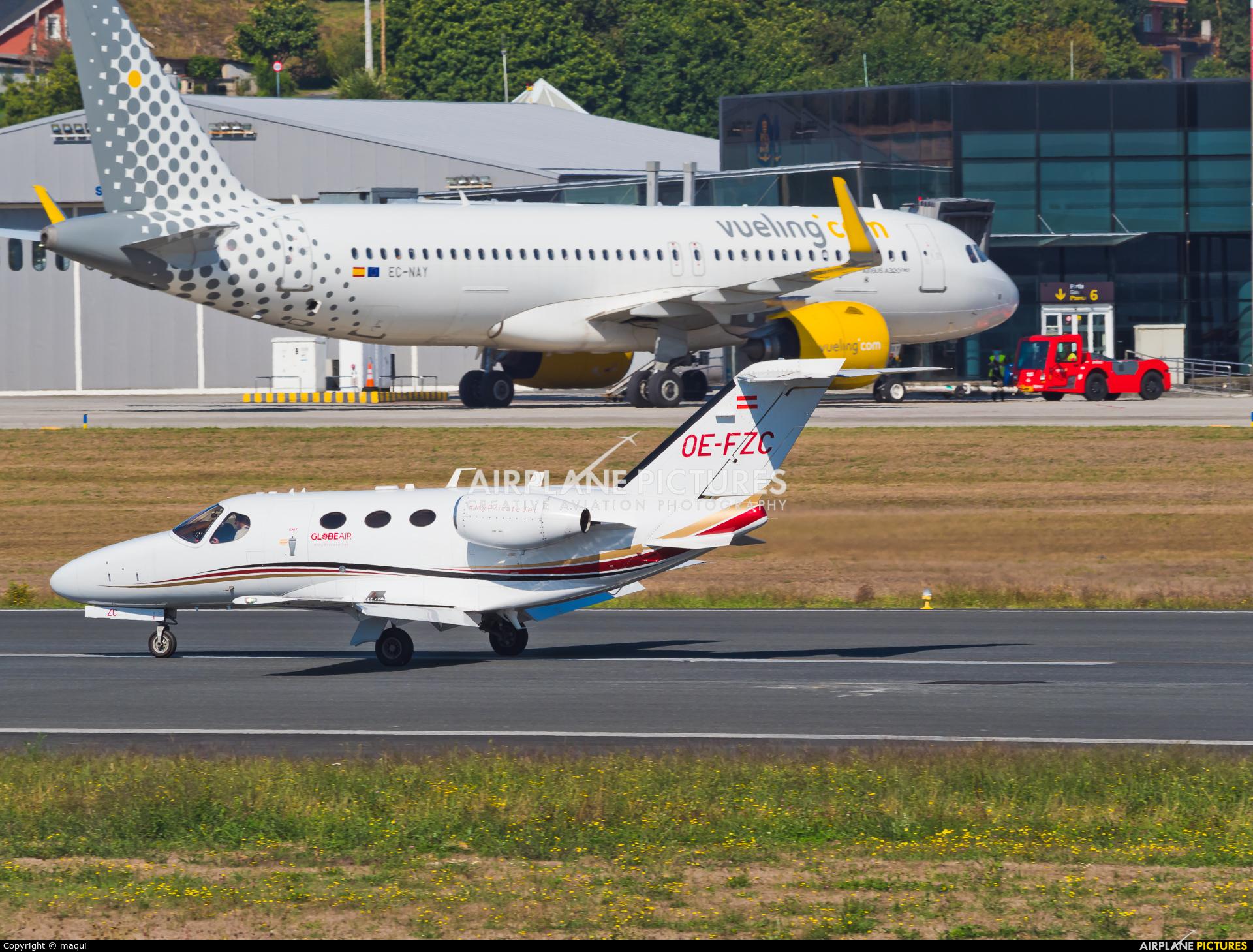 Globe Air OE-FZC aircraft at La Coruña