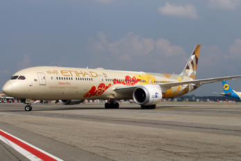 A6-BMD - Etihad Airways Boeing 787-10 Dreamliner