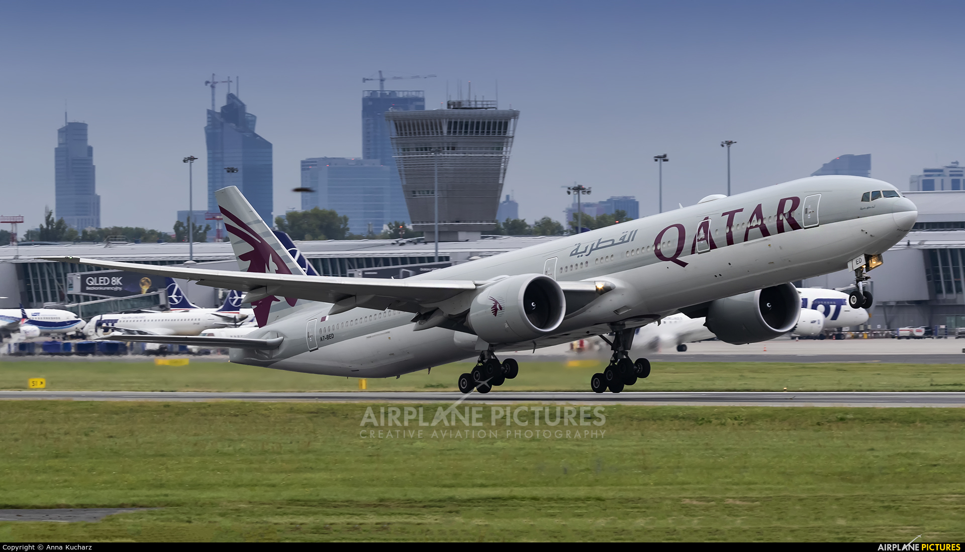 Qatar Airways A7-BED aircraft at Warsaw - Frederic Chopin