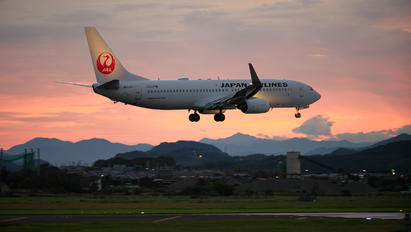 JA336J - JAL - Japan Airlines Boeing 737-800