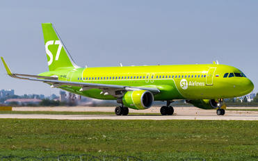VP-BOL - S7 Airlines Airbus A320