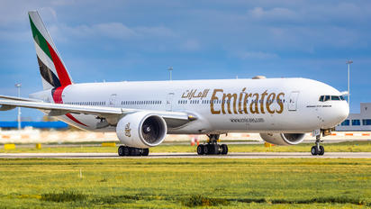 A6-EQJ - Emirates Airlines Boeing 777-31H(ER)