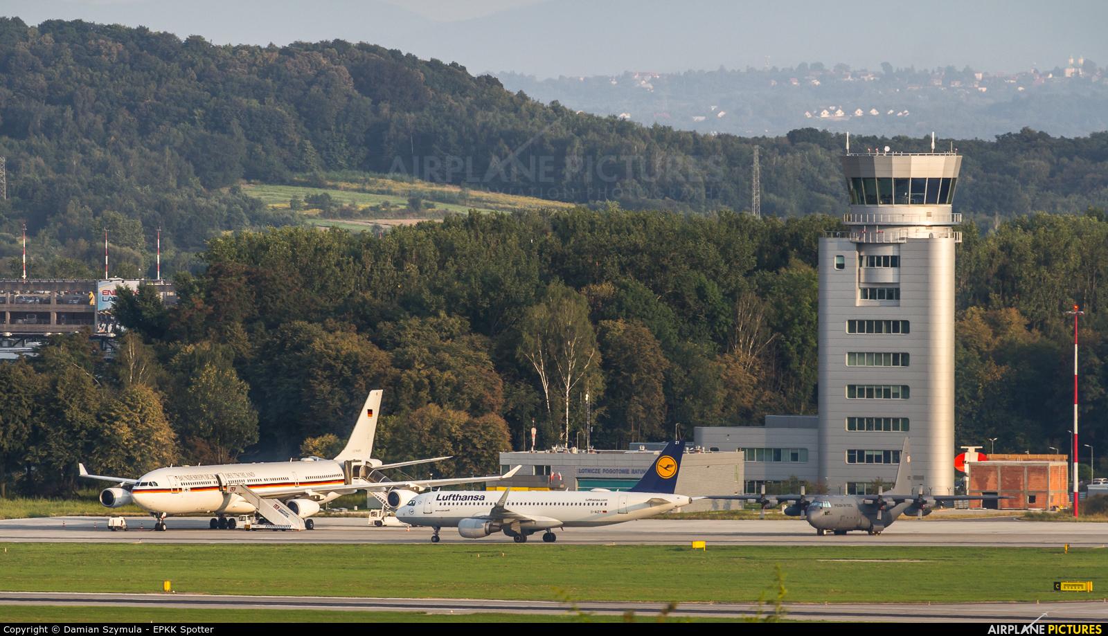 Lufthansa D-AIZY aircraft at Kraków - John Paul II Intl