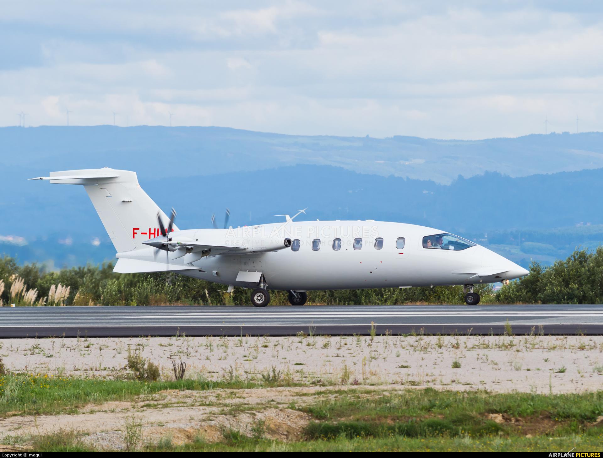 Oyonnair F-HIMA aircraft at La Coruña