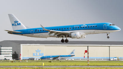 PH-EZM - KLM Embraer ERJ-190-100 Lineage 1000