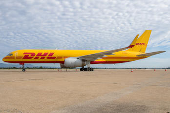 G-DHKU - DHL Cargo Boeing 757-223(SF)