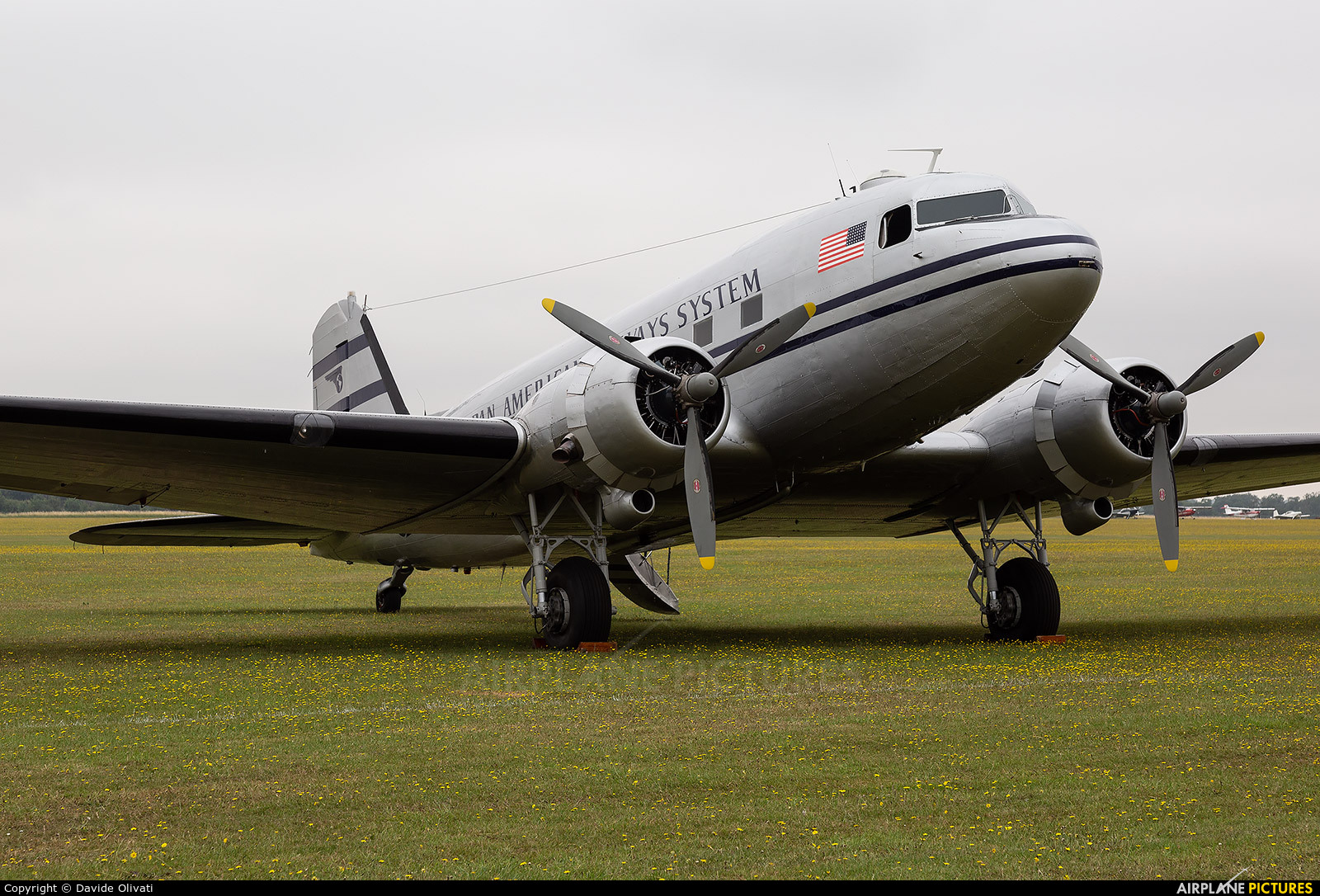 Historic Flight Foundation N877MG aircraft at Duxford