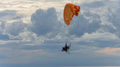- - Flying Dragons Team Parachute Parachutist