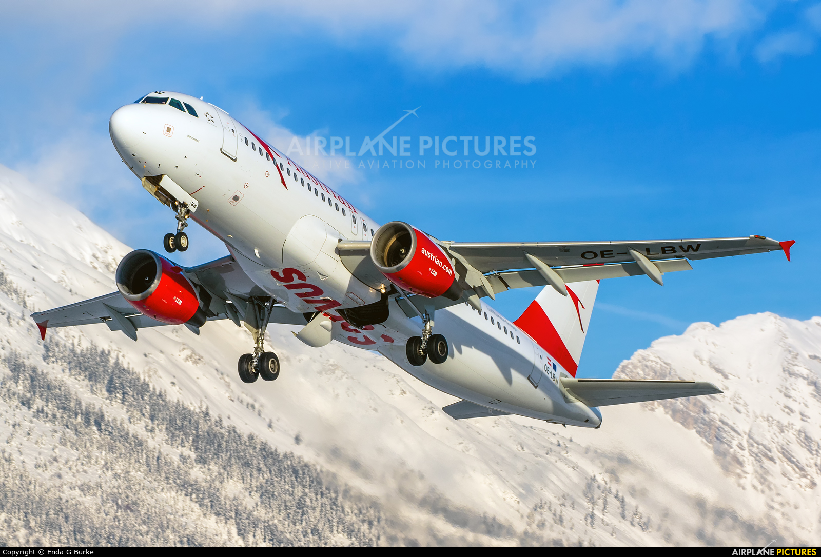 Austrian Airlines/Arrows/Tyrolean OE-LBW aircraft at Innsbruck