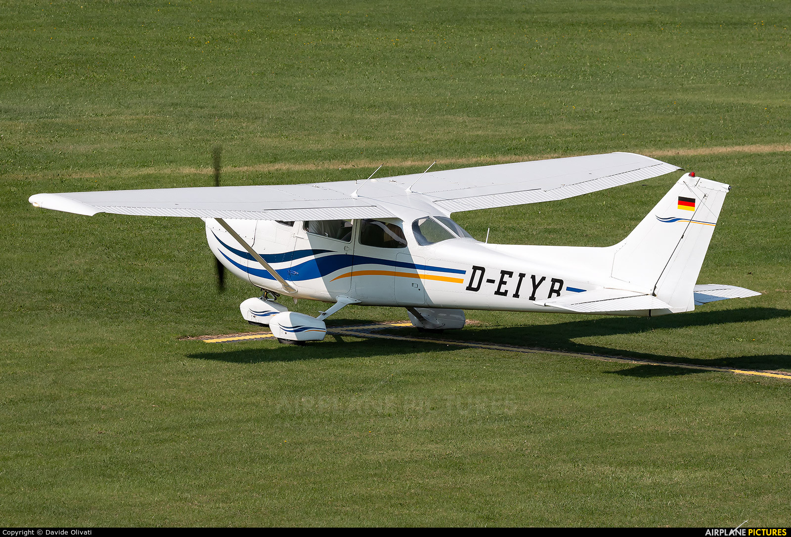 Private D-EIYR aircraft at Montagnana