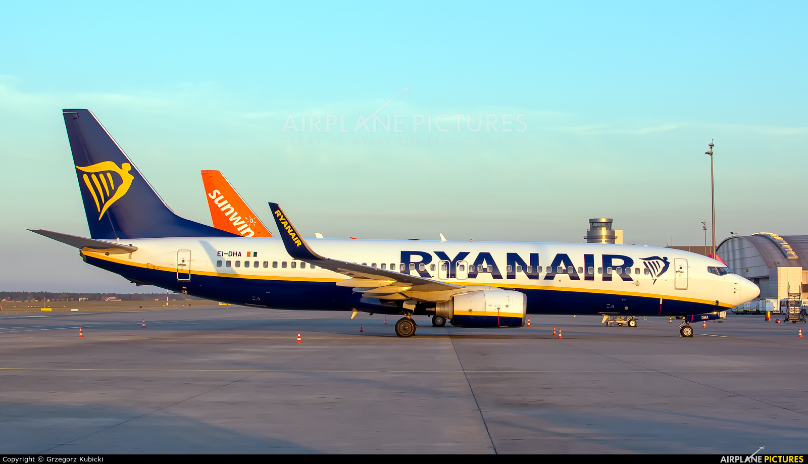 Ryanair EI-DHA aircraft at Katowice - Pyrzowice