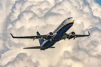 SP-RKE - Ryanair Sun Boeing 737-8AS
