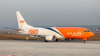 OE-IAR - TNT Boeing 737-400F