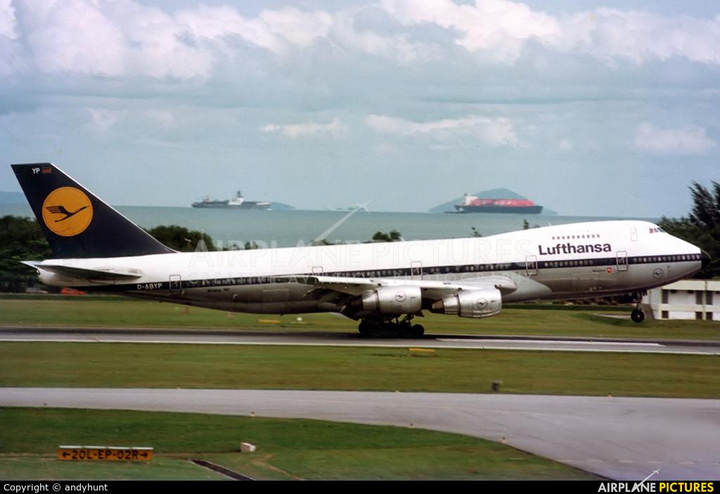 Lufthansa D-ABYP aircraft at Singapore - Changi