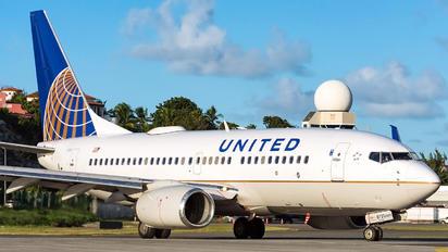N15751 - United Airlines Boeing 737-700