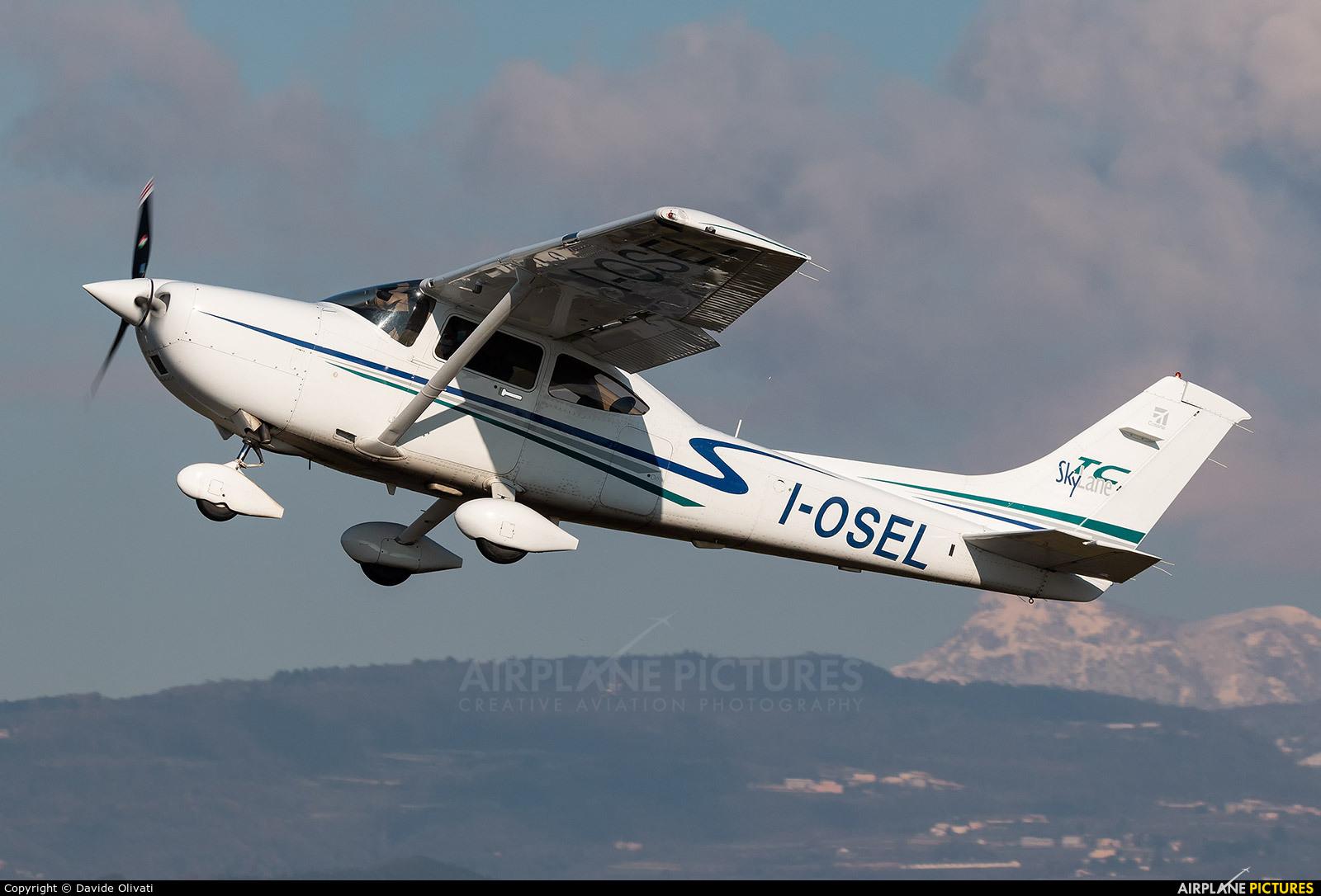 Private I-OSEL aircraft at Verona - Boscomantico