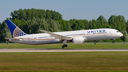N35953 - United Airlines Boeing 787-9 Dreamliner