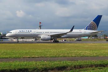 N19130 - United Airlines Boeing 757-200