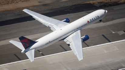 N124DE - Delta Air Lines Boeing 767-300