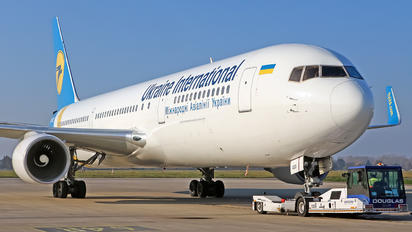 UR-GED - Ukraine International Airlines Boeing 767-300ER
