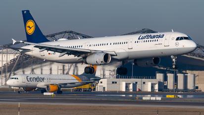 D-AIDT - Lufthansa Airbus A321