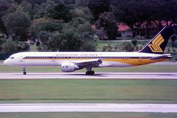 9V-SGL - Singapore Airlines Boeing 757-200