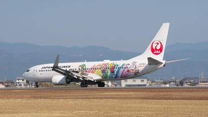 JA330J - JAL - Japan Airlines Boeing 737-800